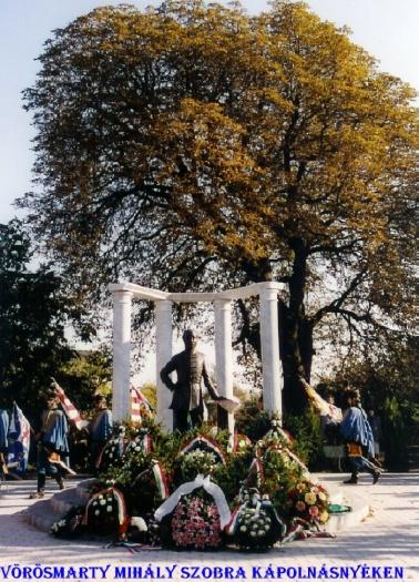 Vörösmarty Mihály szobra Kápolnásnyék