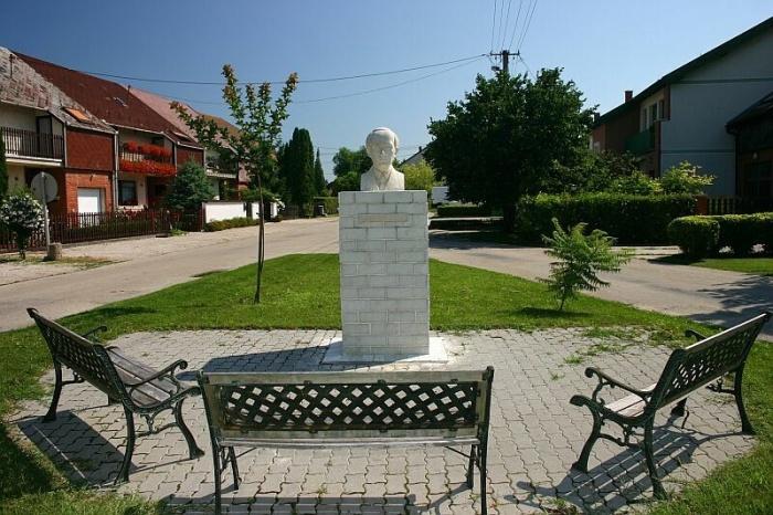Bartók szobor Kápolnásnyék