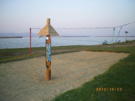 Gárdony, oszlop a strandon