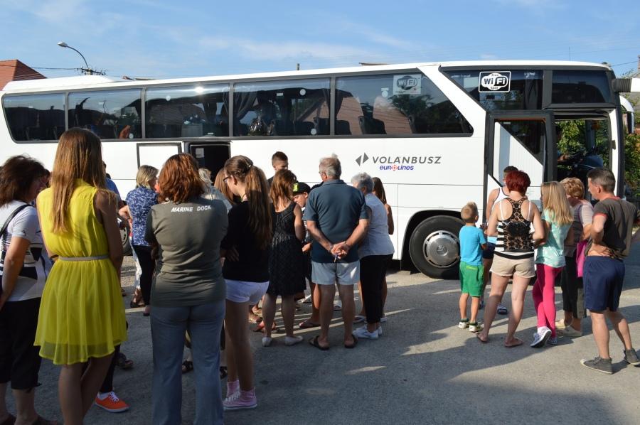 A lányok ma reggel 8-9 körül értek Franciaországba