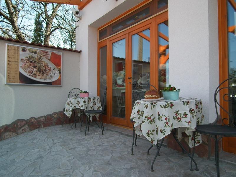 Bárka – Kávé – Delikát - Velencei-tó