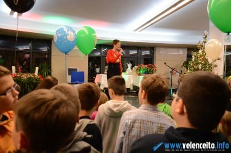A gyerekek kitörő örömmel fogadták Szinetár Dórát